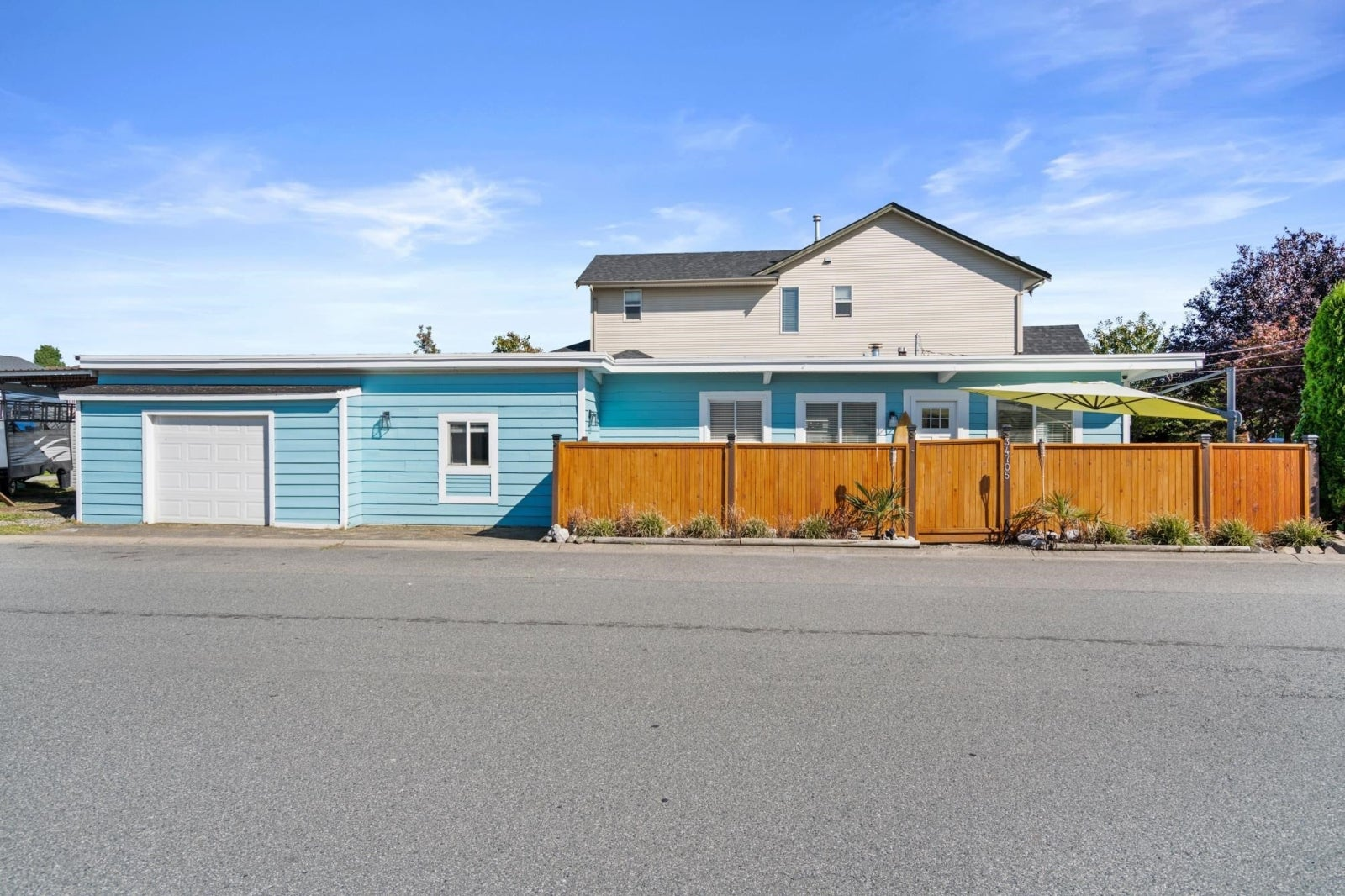 34705 4TH AVENUE - Abbotsford East House/Single Family for sale, 3 Bedrooms (R2620137) #1