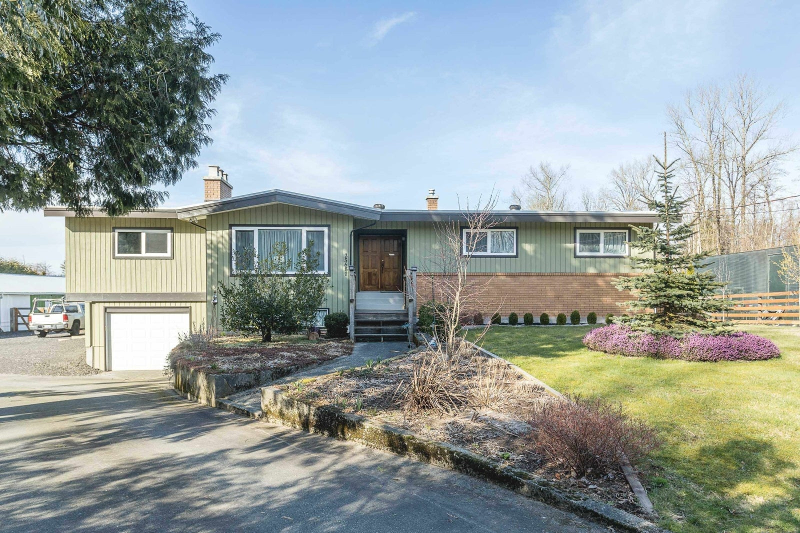 25681 ROBERTSON CRESCENT - Salmon River House with Acreage for sale, 5 Bedrooms (R2624453)