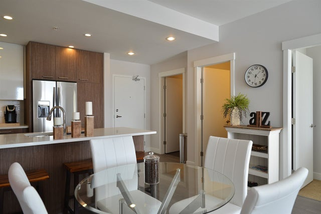 402 875 GIBSONS WAY - Gibsons & Area Apartment/Condo for sale, 2 Bedrooms (R2170853)