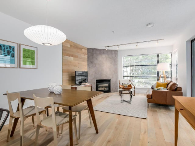 404 124 W 3RD STREET - Lower Lonsdale Apartment/Condo for sale, 2 Bedrooms (R2084084) #1