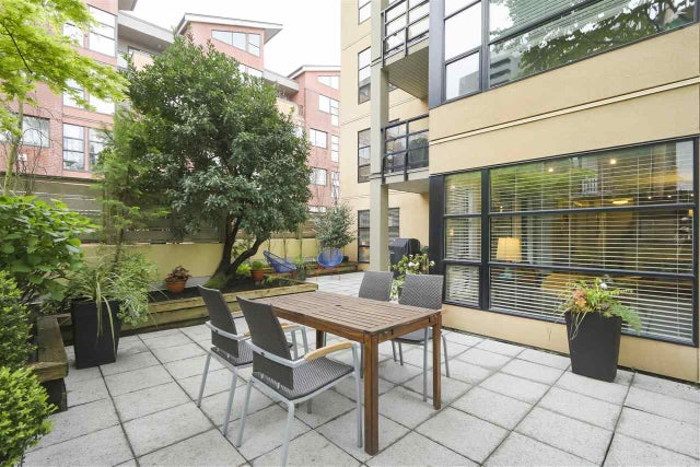204 124 W 3RD STREET - Lower Lonsdale Apartment/Condo for sale, 2 Bedrooms (R2362493) #1