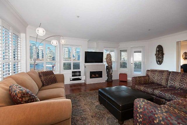 121 525 WHEELHOUSE SQUARE - False Creek Apartment/Condo for sale, 3 Bedrooms (R2532633) #1