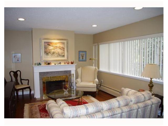 837 WESTVIEW CR - Upper Lonsdale Townhouse for sale, 3 Bedrooms (V942241) #1