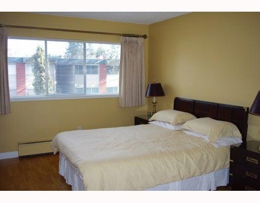 837 WESTVIEW CR - Upper Lonsdale Townhouse for sale, 3 Bedrooms (V942241) #2