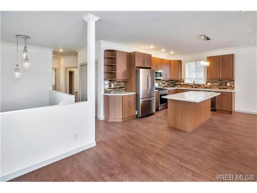 1828 Adanac St - SE Camosun Single Family Detached for sale, 5 Bedrooms (358199) #6