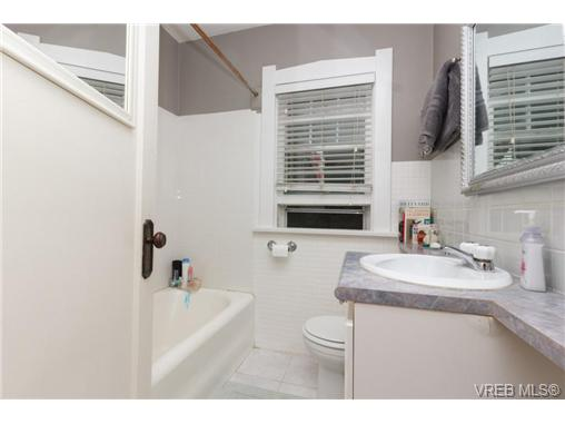 1646 Hollywood Cres - Vi Fairfield East Single Family Detached for sale, 4 Bedrooms (360082) #11