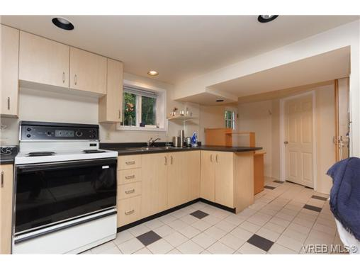 1646 Hollywood Cres - Vi Fairfield East Single Family Detached for sale, 4 Bedrooms (360082) #13