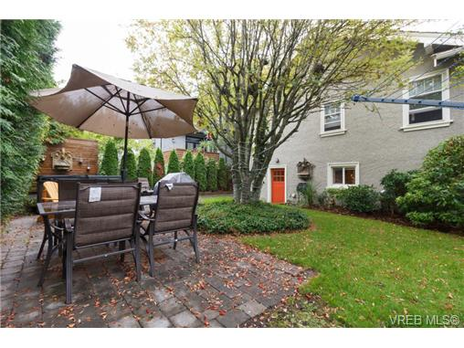 1646 Hollywood Cres - Vi Fairfield East Single Family Detached for sale, 4 Bedrooms (360082) #18