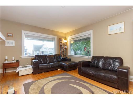 1646 Hollywood Cres - Vi Fairfield East Single Family Detached for sale, 4 Bedrooms (360082) #4