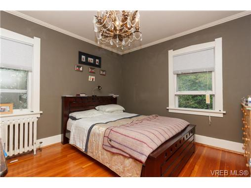 1646 Hollywood Cres - Vi Fairfield East Single Family Detached for sale, 4 Bedrooms (360082) #7