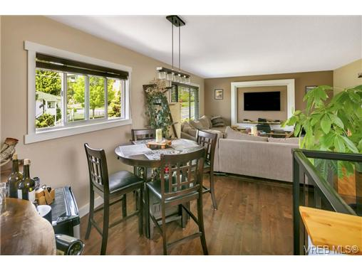 491/493 Foster St - Es Saxe Point Full Duplex for sale, 8 Bedrooms (364092) #2