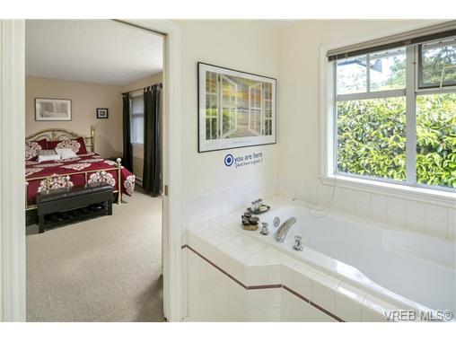 108 632 Goldstream Ave - La Fairway Row/Townhouse for sale, 3 Bedrooms (365249) #8