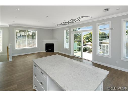 1764 Midgard Ave - SE Mt Tolmie Single Family Detached for sale, 4 Bedrooms (369576) #2
