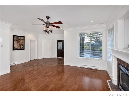 4574 Formosa Pl - SW Royal Oak Single Family Detached for sale, 5 Bedrooms (371502) #3
