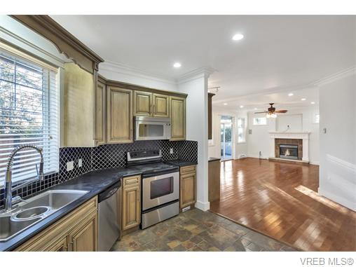 4574 Formosa Pl - SW Royal Oak Single Family Detached for sale, 5 Bedrooms (371502) #7