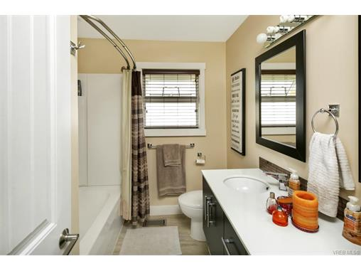 491/493 Foster St - Es Saxe Point Full Duplex for sale, 8 Bedrooms (372838) #12
