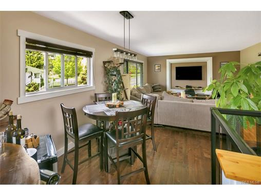491/493 Foster St - Es Saxe Point Full Duplex for sale, 8 Bedrooms (372838) #2
