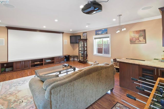 4375 Shelbourne St - SE Mt Doug Single Family Detached for sale, 6 Bedrooms (376434) #10