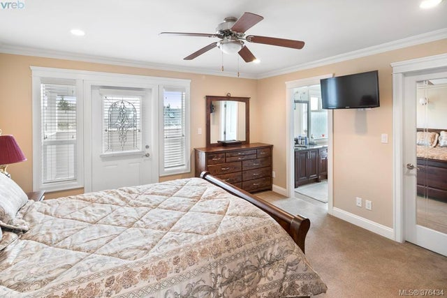 4375 Shelbourne St - SE Mt Doug Single Family Detached for sale, 6 Bedrooms (376434) #11