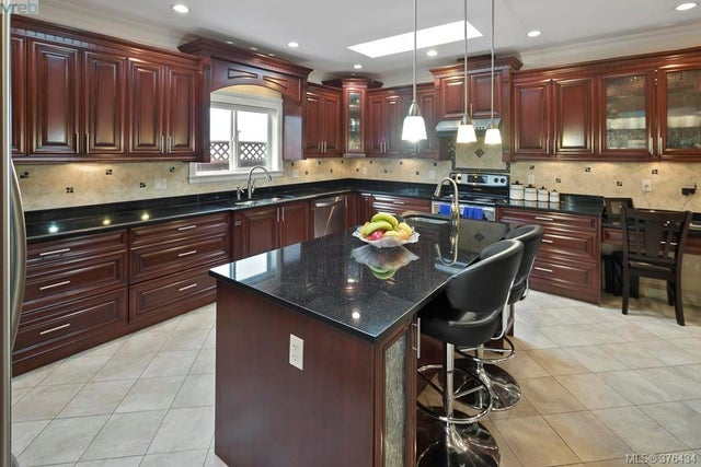 4375 Shelbourne St - SE Mt Doug Single Family Detached for sale, 6 Bedrooms (376434) #6