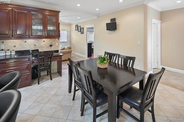 4375 Shelbourne St - SE Mt Doug Single Family Detached for sale, 6 Bedrooms (376434) #7
