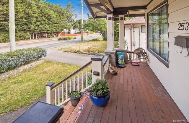 2533 Richmond Rd - SE Camosun Single Family Detached for sale, 4 Bedrooms (877718) #15