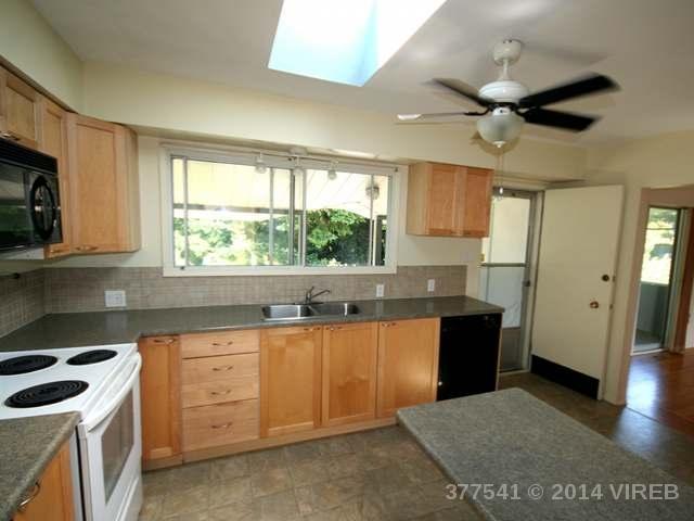 377 AITKEN STREET - CV Comox (Town of) Single Family Detached for sale, 3 Bedrooms (377541) #2