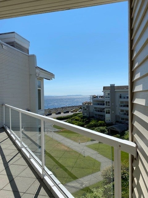 350 S. Island Hwy - CR Willow Point Condo Apartment for sale, 2 Bedrooms  #11