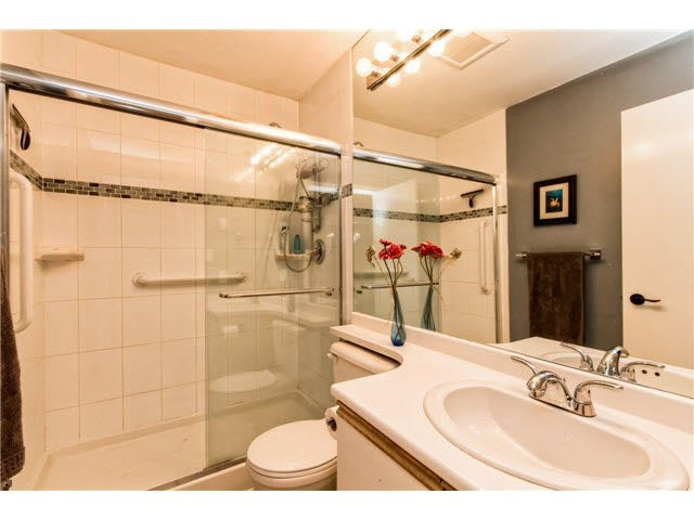 B1 240 W 16TH STREET - Central Lonsdale Townhouse for sale, 2 Bedrooms (V1140756) #10