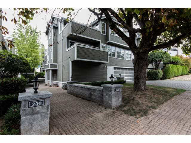 B1 240 W 16TH STREET - Central Lonsdale Townhouse for sale, 2 Bedrooms (V1140756) #1