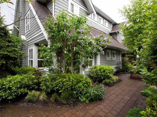 # 27 2688 Mountain Hy - Westlynn Townhouse for sale, 3 Bedrooms (V952716) #1