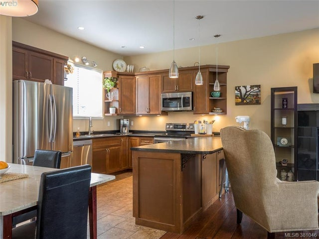 2477 Orchard Ave - Si Sidney South-East Single Family Detached for sale, 4 Bedrooms (381046) #3