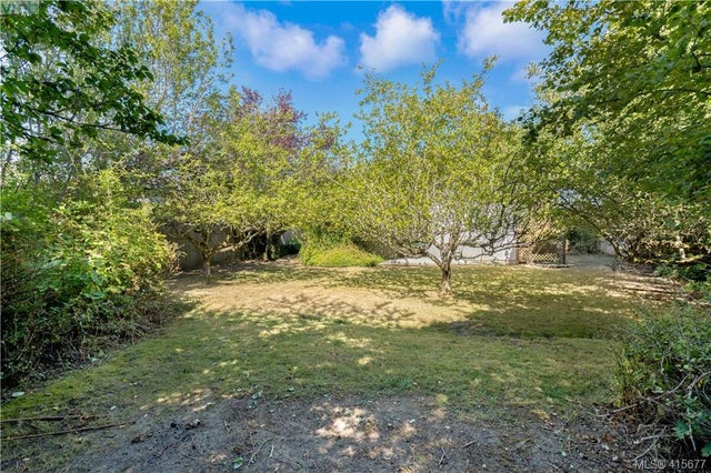1705 Garnet Rd - SE Mt Tolmie Single Family Detached for sale, 3 Bedrooms (415677) #10