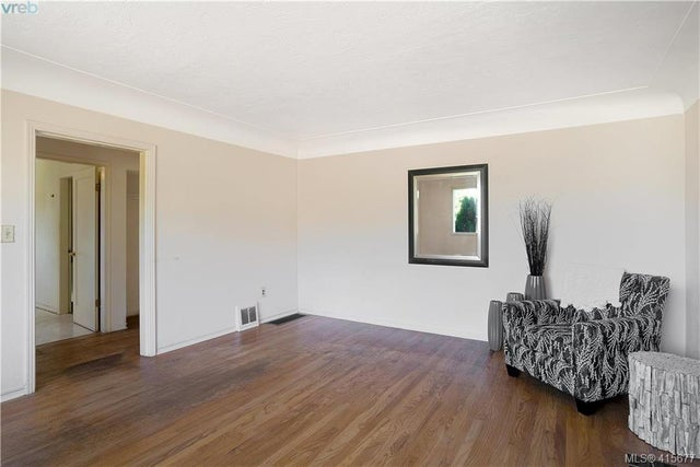 1705 Garnet Rd - SE Mt Tolmie Single Family Detached for sale, 3 Bedrooms (415677) #14