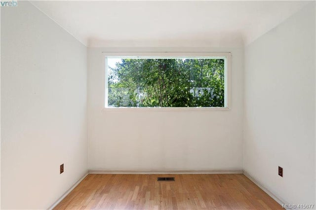 1705 Garnet Rd - SE Mt Tolmie Single Family Detached for sale, 3 Bedrooms (415677) #19