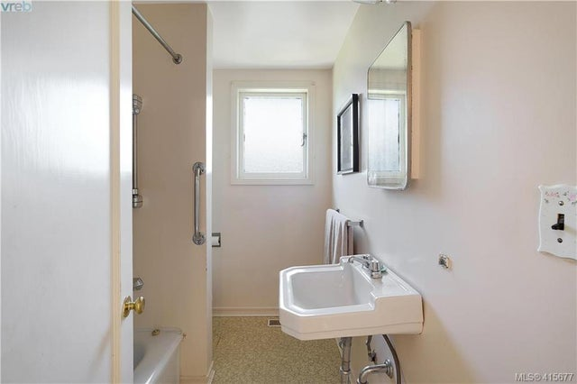 1705 Garnet Rd - SE Mt Tolmie Single Family Detached for sale, 3 Bedrooms (415677) #24