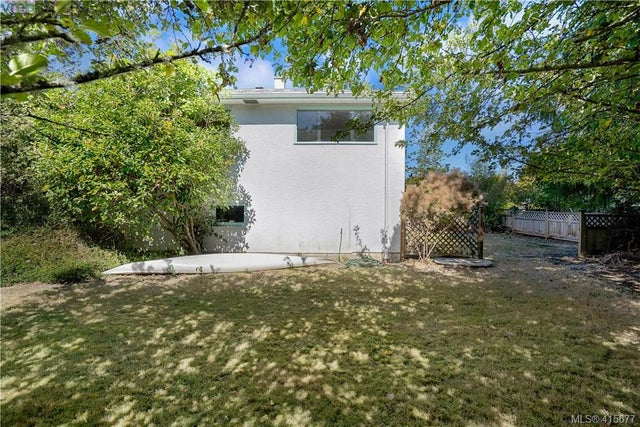1705 Garnet Rd - SE Mt Tolmie Single Family Detached for sale, 3 Bedrooms (415677) #9