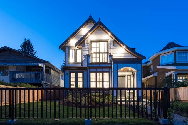 322 E 19TH STREET - Central Lonsdale House/Single Family for sale, 6 Bedrooms (R2114224) #1