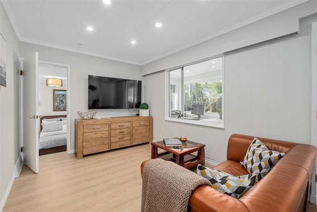 461 LYON PLACE - Central Lonsdale House/Single Family for sale, 4 Bedrooms (R2583868) #3