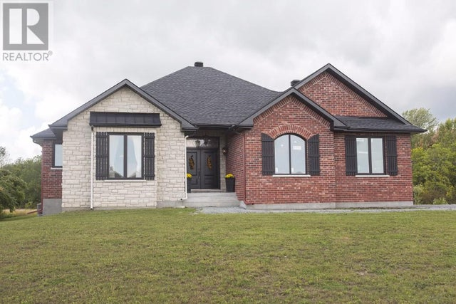 103 SUMMERSIDE Drive  - South Frontenac House for sale, 3 Bedrooms (362920310) #2