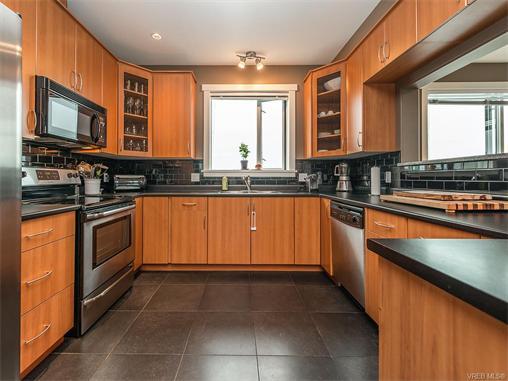 301 330 Waterfront Cres - Vi Rock Bay Condo Apartment for sale, 2 Bedrooms (372254) #5