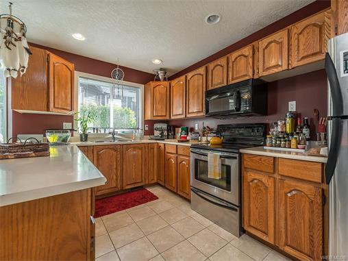 2294 Nicki Pl - La Thetis Heights Single Family Detached for sale, 5 Bedrooms (373043) #5