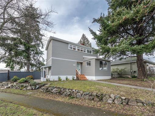 3174 Yew St - Vi Mayfair Single Family Detached for sale, 4 Bedrooms (373066) #1