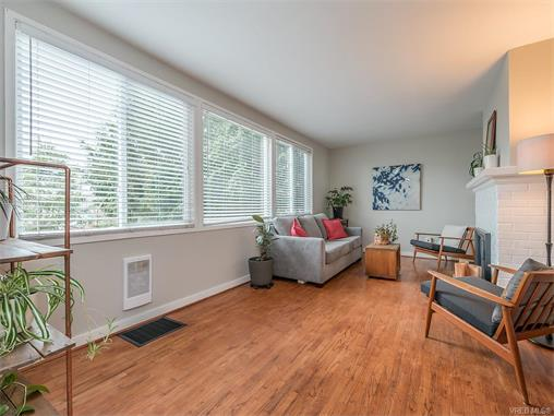3174 Yew St - Vi Mayfair Single Family Detached for sale, 4 Bedrooms (373066) #2