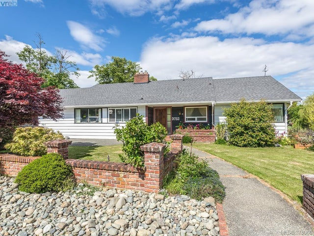 3752 Waring Pl - SE Cadboro Bay Single Family Detached for sale, 4 Bedrooms (378968) #1