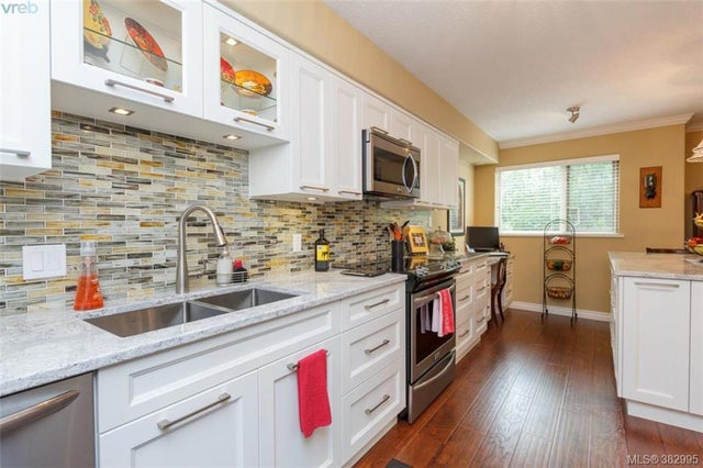 105 27 Songhees Rd - VW Songhees Condo Apartment for sale, 3 Bedrooms (382995) #1