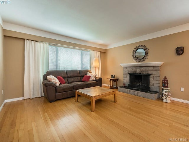 1742 Howroyd Ave - SE Mt Tolmie Single Family Detached for sale, 5 Bedrooms (388151) #3