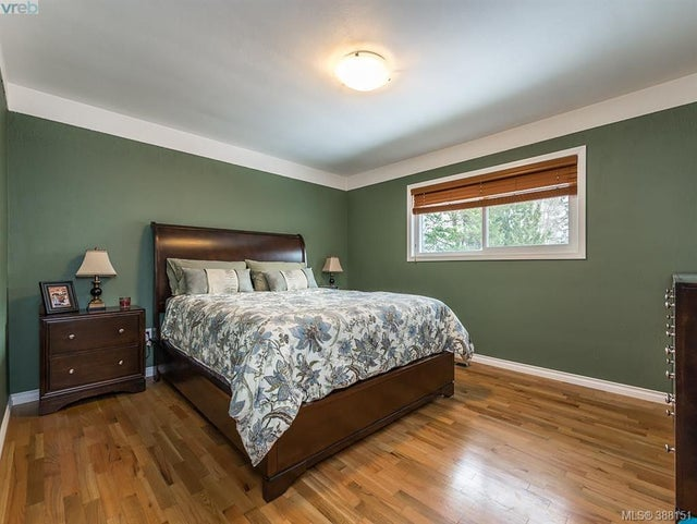 1742 Howroyd Ave - SE Mt Tolmie Single Family Detached for sale, 5 Bedrooms (388151) #7