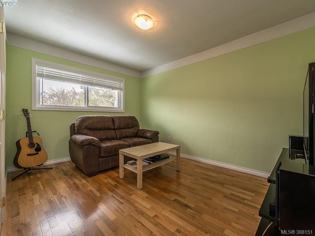 1742 Howroyd Ave - SE Mt Tolmie Single Family Detached for sale, 5 Bedrooms (388151) #9