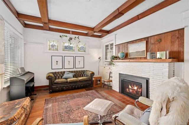 2632 Fernwood Rd - Vi Oaklands Full Duplex for sale, 5 Bedrooms (857173) #10